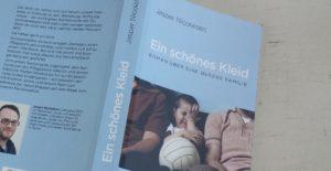 Ein schönes Kleid - Roman über eine queere Familie, Lesung von Jasper Nicolaisen @ Autonomes Zentrum Köln | Köln | Nordrhein-Westfalen | Deutschland